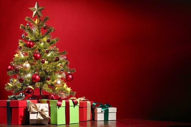 dárky u stromečku