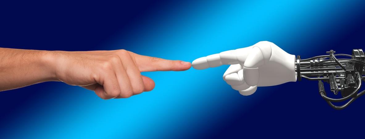 robot a člověk